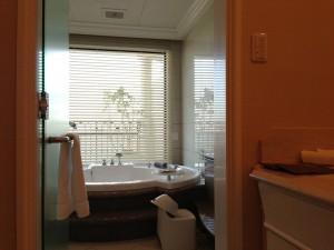 ホテル ラ・スイート神戸ハーバーランド目玉でもある客室のジャグジー。