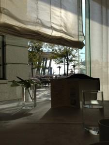 ホテル ラ・スイート神戸ハーバーランドのレストラン。朝日が気持ちいいです。