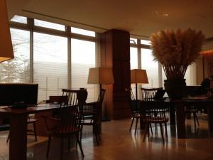 ハイアットリージェンシー箱根のフロント。といっても、一般的なホテルのフロントとは違い、一組一組丁寧に対応してくれます。