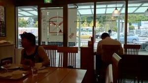 小田原駅構内にある箱根ベーカリーで昼食をとります。小田原駅に降りるときはいつも立ち寄っています。ロードバイクで来たのはもちろん初めてです。