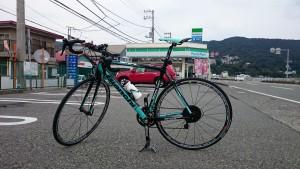 ロードバイクで伊豆からの復路を快走します。左手に懐かしいファミリーマートをみつけ、思わず撮影します。