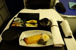 朝食。焼き魚とごはんがおいしいです。この先はしばらく和食とはお別れです。