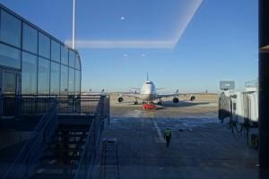 まっすぐ迫り来るボーイング747-400。