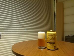 白良荘グランドホテルから夜の白浜を眺めつつ飲むビール。