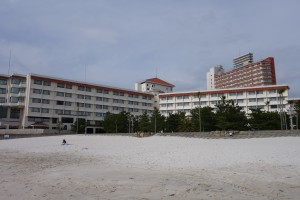 白浜から臨む白良荘グランドホテル。白浜に対して最高の立地です。