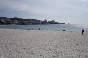 シーズンオフの白浜。静かなビーチも良いものです。