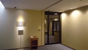 琵琶湖ホテル天然温泉るりの湯の入り口。自動ドアになっていてカードキーで開きます。