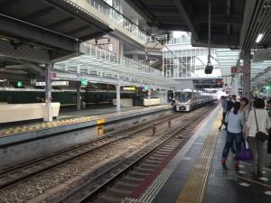 琵琶湖ホテルへ向けて、大阪駅から新快速電車に乗ります。