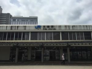 大阪駅から大津駅まで新快速電車で40分ほどで到着です。乗り換えなしです。