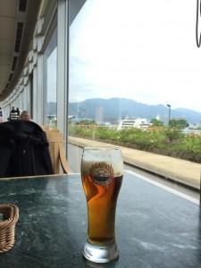 琵琶湖ホテル ザ・ガーデンで、とりあえずの一杯(笑)。地ビールです。