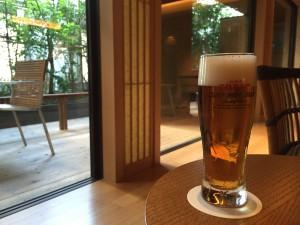 この空間でビールまでいただけてしまう!冷たいお茶は無料です。