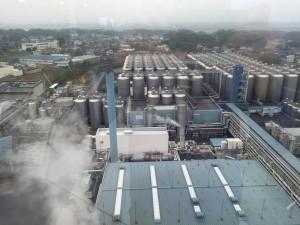 アサヒビール茨城工場には150本の屋外発酵熟成タンクがあります。これは日本最大級らしいです。確かに、見たことがない数です。