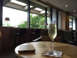 ヒルトン小田原オーシャンラウンジのシャンパン。
