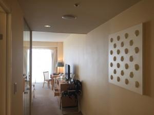 部屋のエントランス。淡路夢舞台でも効果的に使われているホタテの貝殻が飾ってあります。