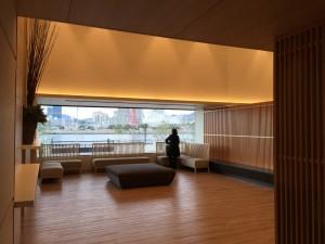 神戸みなと温泉 蓮のエントランスホール。