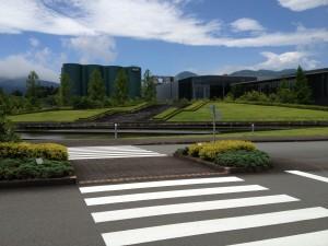 この工場の設計はかの有名な安藤忠雄さんとの事。オサレなビール工場でしたw