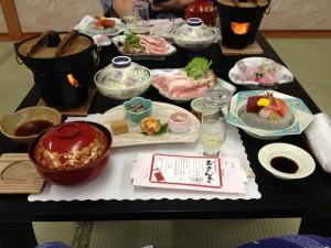 温泉宿の写真が御飯というお粗末ぶりを発揮wこちらは晩御飯です。