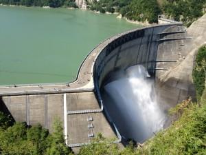 黒部ダムその① 観光放水は6月〜10月頃まで。