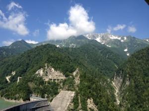 黒部ダムその③ 見えているのは立山連峰ですかね。