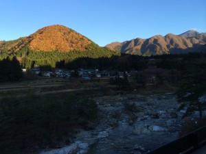 ちょうど紅葉の時期で景色が綺麗でした。お宿のすぐそばの川は当然ですが、鬼怒川w