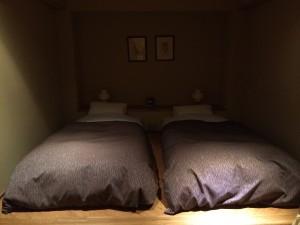 こちらは寝室。いつも通り、3人のうち、ジャンケンに負けた人が布団で寝ますw