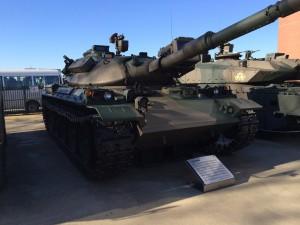 74式 戦車。丸みのあるフォルムでこちらの方が自分としては好み。