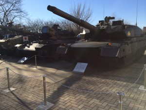 最新鋭の「10式戦車」も展示してありました。日本の防衛技術の高さを目の当たりにした瞬間!
