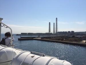 久里浜港を出港するの図。海は遮るものがないから風が強く、寒かった〜w
