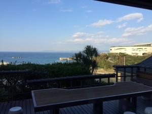 ホテルロビーからの眺め。小高いところにあるホテルで眺望は抜群。