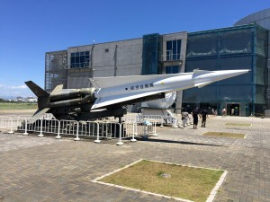 入ってすぐに「ナイキJミサイル」とその発射機がお出迎え。