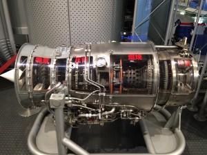 こちらはJ79エンジンのカットモデル。