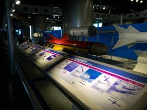 航空機に搭載するミサイル。種類がいっぱいあってエースコンバット好きとしてはムネ熱です。