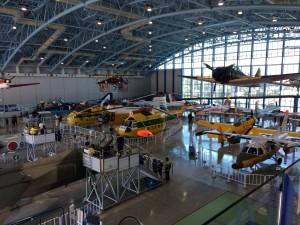 こちらはハンガーのようなところに色んな航空機やヘリが展示してありました。