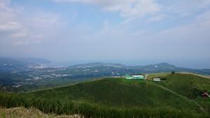 大室山山頂からの眺望は抜群です。野々村真が旅番組の収録に来ていました。