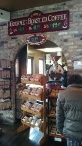 もちろん、コーヒー豆も売ってます。この、背後の質実剛健なマシンが、コーヒーの旨さを間接的にアピールしてきます。