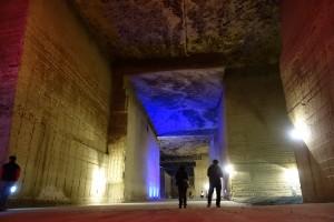大谷採掘場の地下空間はLEDで効果的にライティングされていて、より幻想的に演出されています。