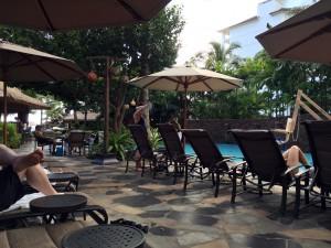 アウラニの18歳以上が利用できるワイラナ・プール。写真左奥にはプールバーがあり、アルコールを含むドリンクをオーダーできます。