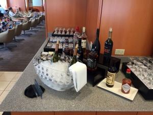 ホノルルのサクララウンジにはアルコールもいろいろあります。