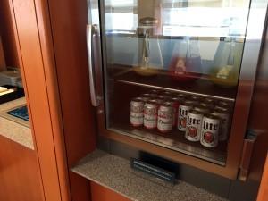 ビールもバドワイザーとミラーを選べます。フレッシュジュースもあります。
