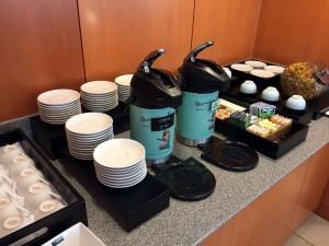 ホノルルのサクララウンジにはコーヒーや紅茶、緑茶もあります。