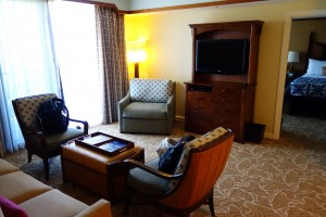 アウラニのアウラニの2ベッドルーム・ヴィラのリビングスペース。