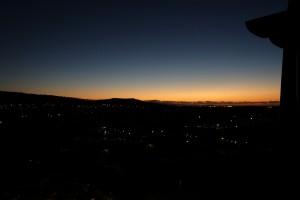 アウラニのアイランド・ガーデン・ビューのバルコニーからは朝日も綺麗です。