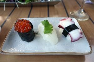 コオリナ ステーション&センターのSushi Yuzu(寿司 ゆず)のにぎり寿司。海外で食べる寿司としては十分合格点。おいしいです。