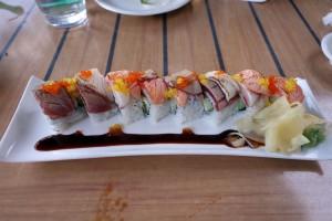 コオリナ ステーション&センターのSushi Yuzu(寿司 ゆず)のSeared trio roll。見た目の彩りもきれいで、ネタも肉厚でおいしいです。