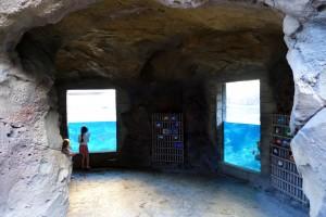 アウラニのレインボー・リーフは、シュノーケリングしなくても海中を窓から覗くこともできます。レインボー・リーフの入り口のちょうど反対側です。