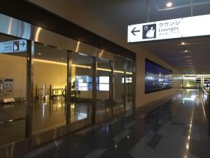 114番ゲートを越えたあたりにある、羽田空港 国際線サクララウンジ・スカイビューの入り口。他のラウンジの入り口と共用になっています。