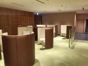 羽田空港 国際線サクララウンジ・スカイビューの、ちょっと個室風エリア。
