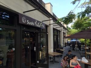 コオリナ ステーション&センターの和食レストランSushi Yuzu(寿司 ゆず)の店構え。テラス席もあります。