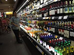 コオリナ ステーション&センターにあるABCストアには、ビールからワイン、ウィスキーなどアルコールが豊富に販売されています。ビールはスーパードライや一番搾りまであります。
