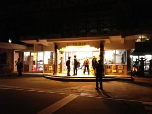 富士山五合目の休憩所。夜でも登山客が多かったです。